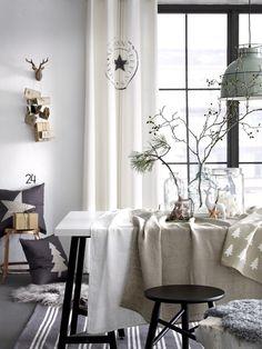 skandinaavinen,ellos,joulu,talvi,talvinen,talvi tekstiilit,kattovalaisin,kattolamppu,kattovalaisimet,tyyny,tyynyt,koristetyynyt,pöytä,tuoli,tuolit,lasipurkki,lasipurkit,joulukoti,joulukattaus,verhot,verho,joulukoristeet,jouluvalot,lampaantalja,matto,matot,joulukoriste,jouluinen,jouluinen sisustus,joulukoristelu,pöytäliina,pöytäliinat,rengasverho,rengasverhot,moderni,moderni sisustus,musta,talvenvihreä,pellava,puuvilla,puu,talvimetsä,keittiö,olohuone