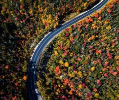 One of my favorite things about Vermont, besides the fall foliage, is how small it is.  It is incredibly easy for visitors to see as much, or as little, of this glorious state as they want.   The back roads of Vermont hold some of America's most beautiful scenes.  Huge red barns, horse farms, sloping hills, country stores, and of course the colorful fall foliage.  So here is a list of the 5 best scenic drives in Vermont for all the leaf peepers! Best Places To Travel, Oh The Places You'll Go, Cool Places To Visit, New England Day Trips, New England Travel, New England Fall Foliage, Boston Travel Guide, England Beaches, England Houses