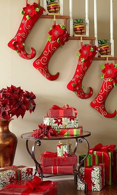 Top Red Christmas Decorations - Christmas Celebration - All about Christmas Decoration Christmas, Noel Christmas, Xmas Decorations, All Things Christmas, Winter Christmas, Christmas Stockings, Christmas Crafts, Christmas Ornaments, Christmas Balls