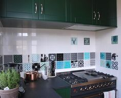 ARTTILES in kitchen. Customized tilework by danish interior designers ARTTILES.   CERAMICS from ARTTILES. Beautiful handpainted fired earth tiles, made in Copenhagen. Danish design. www. arttiles.dk