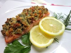 Salmon with a herb crust out of the grams of salmon, without skin 50 g of white bread from the day before, 50 g Butter, soft 2 tablespoon parsley, chopped 2 sprigs of Dill . Oven Recipes, Healthy Recipes, Healthy Food, Dinner With Friends, Salmon Fillets, White Bread, Kraut, Meatloaf, Finger Food
