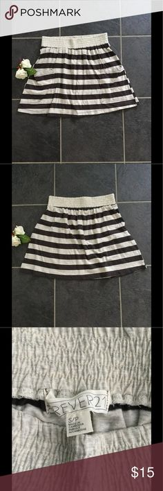 Forever 21 Skater Skirt Size Small In good condition. If you have any questions please ask. Thanks for stopping by. Forever 21 Skirts Circle & Skater