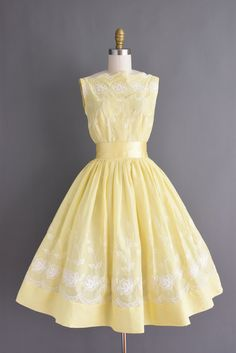 c438a78bb998 ON LAYAWAY...50s vintage dress - Jerry Gilden buttercup yellow full skirt  cotton floral dress - Size XS Small - vintage 1950s dress