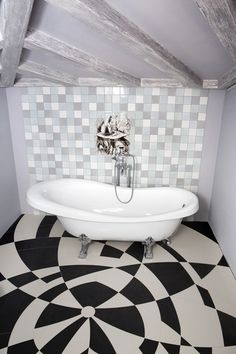 Bathroom for the adorer of tales and illustrations #john_tenniel#