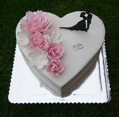 New Cake Desing Birthday Fashion 55 Ideas Heart Shaped Wedding Cakes, Heart Shaped Cakes, Heart Cakes, Fondant Cakes, Cupcake Cakes, Cupcakes, Heart Shape Cake Design, Happy Anniversary Cakes, Engagement Cakes