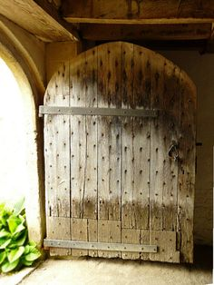 Tudor door to the brewery at Lacock Abbey, Wiltshire, England. The abbey was founded as an Augustinian nunnery in the early thirteenth century by Ela, Countess of Salisbury. Tudor Architecture, Architecture Details, Tudor Dynasty, Greek Design, Tudor History, Old Doors, Door Knockers, Doorway, Brewery