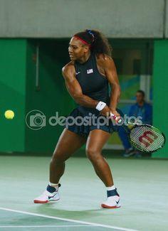Campeões Olímpicos Serena Williams dos Estados Unidos em ação durante singles rodada combinar três dos Jogos Olímpicos Rio 2016 — Imagem de Stock #124613096