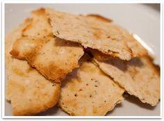 Helppo ja hyvänmakuinen vähähiilihydraattinen versio voileipäkeksistä, menee hyvin myös näkkileipänä :)  karppaus.info