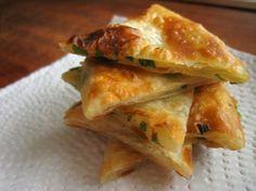 Chinesische Pfannkuchen aus Knetteig statt flüssigem Teig, die meiner Meinung nach perfekte Begleiter zu Makgeolli oder Sake sind. Und auch ideal, um die aktuelle Bärlauch-Saison asiatisch zu inter…