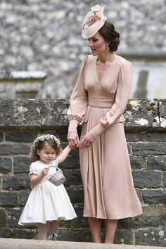 Kate Middleton Photos Photos - Catherine, Duchess of Cambridge speaks to Princess Charlotte after the wedding of Pippa Middleton and James Matthews at St Mark& Church on May 2017 in in Englefield, England. - Wedding of Pippa Middleton and James Matthews Moda Kate Middleton, Style Kate Middleton, Pippa Middleton Wedding, Kate Middleton Dress, Estilo Real, Princess Kate, Princess Wedding, Pippas Wedding, Wedding Dresses