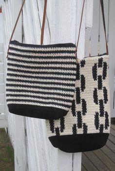 Molla Millsin Virkkuri - kirjan ohjeilla Tapestry Bag, Tapestry Crochet, Crochet Motif, Crochet Designs, Crochet Patterns, Crochet Clutch, Crochet Purses, Pack Your Bags, Do It Yourself Crafts