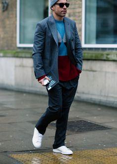 A semana de moda masculina de Londres, London Collections: Men aconteceu de 8 a 11 de Janeiro na capital britânica. Marcas como Burberry , Coach , J.W. Anderson e Craig Green apresentaram suas apostas para o Inverno 2016/2017. O inverno deu as caras no Hemisfério Norte e inspirou produções descoladas para o frio, com ótimas jaquetas em looks mais contemporâneos, e trench coats em tons neutros nos looks mais clássicos. Confira na galeria uma seleção dos melhores looks de streetstyle que…