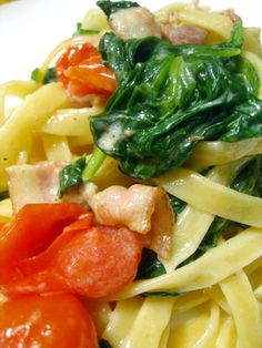 Spinach Bacon Fettucine Pasta Recipe - Ingredients Handful of fettucine pasta or whatever pasta, you'd like. 4 strips quality bacon, chopped White wine Baby spinach leaves, washed (I prefer baby spinach because it's usually packaged, alre Pasta Recipes, Dinner Recipes, Cooking Recipes, Healthy Recipes, Recipe Pasta, Cooking Tips, Snack Recipes, Pasta Dishes, Food Dishes