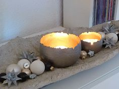 As in the previous year, I have the concrete bowl again Christmassy ges ges … - DIY Chandelier Concrete Crafts, Concrete Projects, Diy Projects, Concrete Bowl, Concrete Art, Concrete Light, Luminaria Diy, Papercrete, Deco Table