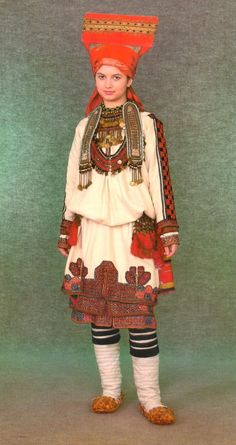 Mordovia folk costume  Outfit of the Finno-Ugric peoples are characteristic features of the following: the traditional associations of different things in the ensemble;unity of functionality and usefulness and beauty;rational design, due to the width of homespun fabrics;consistency of design lines and distribution of decoration;colors, which includes a certain number of colors.