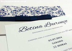 Convite 15 anos arabesco. Impressão digital no convite e em relevo no envelope. Convite de debutante azul marinho. Convite para festa de 15 anos.