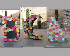 Intervención sobre la escultura de Barcino realizada por Joan Brossa en el espacio público; plaza de la Catedral de Barcelona, España. By iTlacaelel