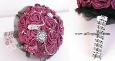 Bouquet originale color vinaccia per matrimonio a tema musica rock. Bouquet for a music wedding. Vuoi vedere altri bouquet alternativi? Vai su www.trilliegingilli.com