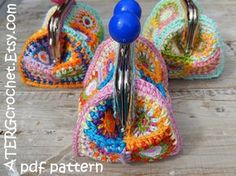 Crochet pattern PURSE 'petite square' by ATERGcrochet - Herzlich willkommen Crochet Wallet, Crochet Coin Purse, Crochet Purses, Crochet Bags, Granny Square Häkelanleitung, Granny Square Crochet Pattern, Catania, Cute Crochet, Crochet Hooks