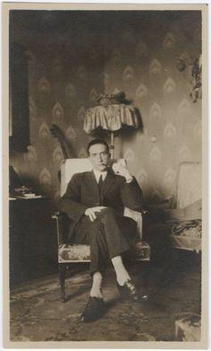 """Marcel Duchamp (* 28. Juli 1887 in Blainville-Crevon; † 2. Oktober 1968 in Neuilly-sur-Seine): """"Je feindseliger die Kritik, desto mehr sollte der Künstler ermutigt sein."""""""