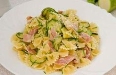 WW zucchini and ham farfalles, recipe for a good summer dish of farfalles, tasty and balanced, easy to make for a light dinner. Ww Recipes, Lunch Recipes, Healthy Dinner Recipes, Crockpot Recipes, Cooking Recipes, Pasta Carbonara, Summer Dishes, Spaghetti Recipes, Recipes
