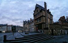 Notre-Dame place Saint Leu, Notre Dame, Louvre, Street View, Building, Places, Travel, Viajes, Buildings