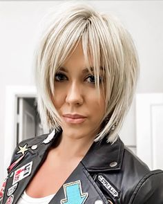 medium layered bob hairstyle;bob hairstyles for fine hair;short hairstyle trending hairstyles Bob Hairstyles For Fine Hair, Layered Bob Hairstyles, Short Bob Haircuts, Trending Hairstyles, Short Hairstyles For Women, Hairstyles Haircuts, Popular Hairstyles, Hairstyles Pictures, Blonde Hairstyles
