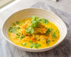 Indisk kyllingsuppe - En spennende smakskombinasjon!   Gladkokken Thai Red Curry, Ethnic Recipes, Food, Happy, Cilantro, Eten, Ser Feliz, Meals, Diet