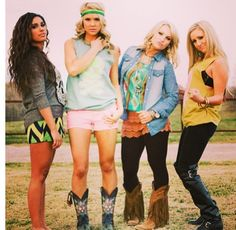 Southern Jewlz style! I want that girl's hair on the left!!