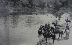 Reprodução - O general Setembrino foi um dos militares que organizaram o combate contra os camponeses na Guerra do Contestado. Na foto, mostra a passagem da escolta do general