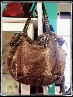 Textil desgastado inspirado en leopardo.  Muy chic :)