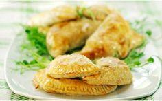 Köttfärspiroger Salmon Burgers, Nom Nom, Pizza, Chicken, Ethnic Recipes, Food, Drinks, Frases, Drinking