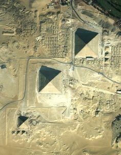 Gizeh Pyramids, El Cairo, Egypt, 2600 a.C. — 2500 a.C. #arquitectura #architecture