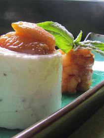 Tagli e intagli: Panna cotta al pecorino e pepe con nespole calde e aceto di Jerez
