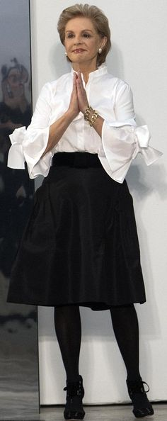 Carolina Herrera puts a stylish spin on the white blouse Carolina Herrera 212, Carolina Herrera Parfum, Carolina Herrera Dresses, Mature Fashion, 50 Fashion, Fashion Over, Fashion Outfits, Womens Fashion, Fashion Design