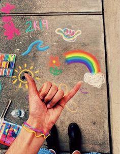 chalk art ideas - kreidekunstideen - idées d'art de craie - ideas de arte de tiza - easy chalk art, chalk art illusions, how to draw chalk art, chalk art artwo 3d Chalk Art, Chalk It Up, Vsco Pictures, Vsco Pics, Chalk Pictures, Chalk Design, Sidewalk Chalk Art, Happy Vibes, Wow Art