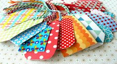 hilde@home: DIY - Cadeaulabeltjes met restjes stof/papier en lampenkapfolie... Paper Packaging, Diy Gifts, Sewing Projects, Sewing Ideas, Gift Tags, Paper Art, Wraps, Diys, Gift Wrapping