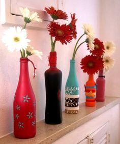 #decoração pintar e reciclar as garrafas de vidro pode ser uma ótima pedida: