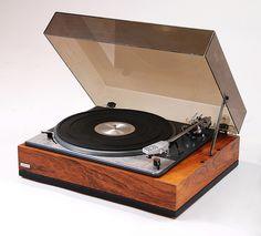Lenco L75 turntable (1967) - www.remix-numerisation.fr - Rendez vos souvenirs durables ! - Sauvegarde - Transfert - Copie - Digitalisation - Exploration et Restauration de bande magnétique Audio - MiniDisc - Cassette Audio et Cassette VHS - VHSC - SVHSC - Video8 - Hi8 - Digital8 - MiniDv - Laserdisc - Bobine fil d'acier