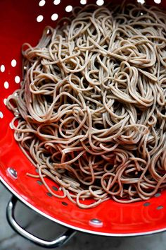 This Japanese soba noodle recipe makes a simple Asian side dish or easy main meal that can be served hot or cold, and is on the table in 20 minutes or less. Japanese Soba Noodle Recipe, Asian Noodle Recipes, Japanese Recipes, Asian Side Dishes, Steak And Broccoli, Recipes With Soy Sauce, Healthy Recipes, Healthy Food, Simple Recipes