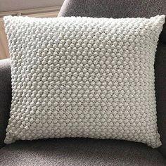 Knitted Cushion Pattern, Knitted Cushions, Crochet Pillow, Crochet Home, Diy Crochet, Crochet Projects, Diy Projects, Diy And Crafts, Crochet Patterns