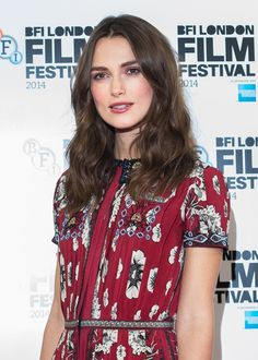 Keira Knightley Warms up for Fall: Reasons to Love Flushed Cheeks and Rose-Stained Lips – Vogue