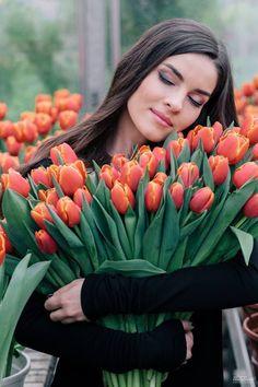 Щастя і здоров'я, радості багато в цей святковий час вам хочу побажати! Щоб жили у мирі, у добрі й достатку, Серце щире мали й мудрості печатку!