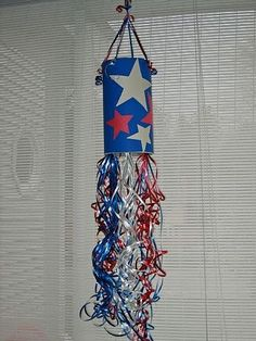 "Sewing and Crafting with Sarah: 4th of July Kids Craft.  DIY patriotic fourth of July decoration. ""Use a quaker Oats box."" We plan on doing this as a craft for all the kids to put together the night before. With SO many kids in our family, it's great to find something the ""bigs & littles"" can all join in on!!   (JK)"