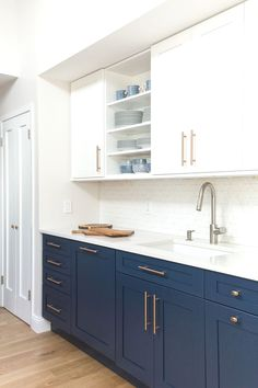 Home Renovation Kitchen Elegant Navy Kitchen Cabinets For Decorating Your Kitchen 45 - Kitchen cabinet colors have come a long way since your mother's kitchen. Today kitchen, or bath, cabinets can be almost […] Home Decor Kitchen, Kitchen Interior, New Kitchen, Home Kitchens, Kitchen Design, Kitchen White, Rose Gold Kitchen, Hickory Kitchen, Espresso Kitchen