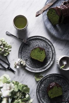 matcha pound cake with chocolate. by Miki Fujii Green Tea Dessert, Matcha Dessert, Matcha Cake, Green Tea Recipes, Sweet Recipes, Cake Photography, Coffee Photography, Product Photography, Digital Photography