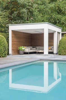 If you are a happy owner of a pool, build a deck or a pool cabana to spend time even better by the pool. What's the advantage of a cabana or pergola? Landscape Design Software, Landscape Plans, Pergola With Roof, Backyard Pergola, Outdoor Pergola, Modern Pergola, Covered Pergola, Black Pergola, Rustic Pergola
