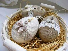 Plastic Easter Eggs, Easter Egg Crafts, Easter Gift, Diy Osterschmuck, Spool Crafts, Diy Ostern, Diy Easter Decorations, Easter Activities, Easter Holidays