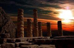 Дельфы – древнейший город в Греции, в который стремятся туристы. Дельфийский оракул, древние святилища и храмы на горе Парнас – достопримечательности.