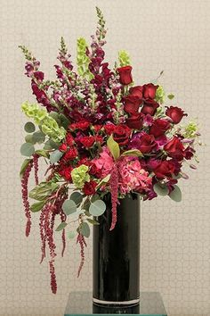 Deep Red Wedding Flowers for Ceremony | 2018 Wedding Trends